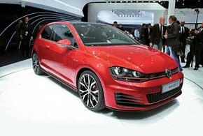 «Горячий» Volkswagen GolfGTI– это 220л.с., 6,6 секунды до 100 км/ч и«максималка» на отметке 245 км/ч.