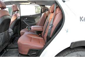 На заднем ряду очень просторно, подушка длинная, при этом места в коленях – с запасом. Сиденья галерки можно подвинуть вперед, увеличив багажник. Спинки дивана опускаются назад наприличный угол.