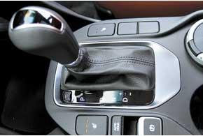 Основная трансмиссия для Santa Fe – 6-ступенчатый «автомат». «Механика» – для «базы» с бензиновым мотором.