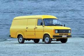 Второе поколение Transit получило новые моторы, современный дизайн, но сохранило капотную компоновку.