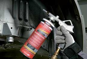 «Жидкие подкрылки» наносятся методом распыления при помощи сжатого воздуха и «пистолета».