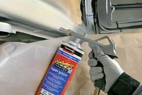 Защитное антигравийное покрытие белого цвета подходит для последующей окраски в тон кузова.
