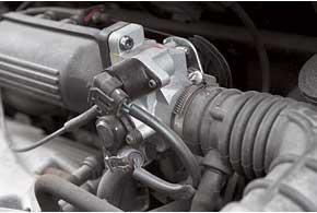 В ходе эксплуатации приходится очищать регулятор холостого хода идатчик положения дроссельной заслонки Matiz.