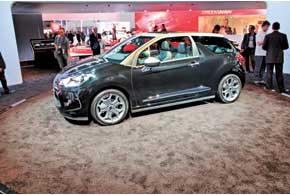 Citroёn DS3 Cabrio пополнит линейку семейства. В арсенале новинки – тканевая крыша с электроприводом, которая может открываться на скорости до 120 км/ч, 5-местный салон и крупнейший в классе багажник объемом 245 литров. В продаже DS3 Cabrio ожидается в начале будущего года.