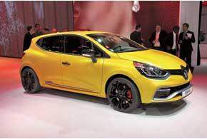 На стенде Renault бал правил новый Clio, который, помимо обычного хэтчбека,  был представлен в кузове универсал и «заряженной» версией Clio R.S.  с 200-сильным турбированным мотором и роботизированной КП с двумя сцеплениями.