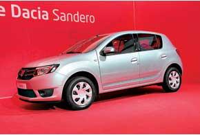 В активе Dacia Sandero – 5-местный салон и320-литровый багажник, объем которого при сложенном заднем ряде сидений увеличивается до1200 л.