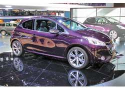 Peugeot 208 XY – самый гламурный представитель 208-го семейства – отличается богатой комплектацией, эксклюзивными цветами иотделкой.