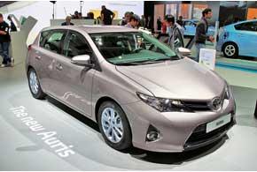 Toyota Auris нового поколения будет доступна сбензиновыми, дизельными игибридными двигателями объемом от 1,33 до 2,0л мощностью от 90 до 136л.с.
