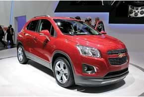 Chevrolet Trax – первый вистории марки компактный кроссовер. Конструктивно онпредставляет собой Opel Mokka с иным дизайном.