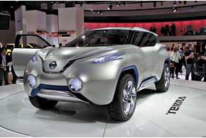 Концептуальный кроссовер Nissan TeRRA оснащен силовой установкой на водородных топливных элементах и тремя электродвигателями – одним спереди и двумя электромотор-колесами сзади.