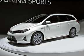 Toyota Auris Hybrid Touring Sports  оснащена гибридной силовой установкой  с 1,8-литровым бензиновым ДВС иэлектромотором суммарной мощностью 136 л. с.