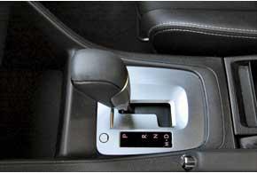 В отличие от конкурентов, которые за АКП просят доплату, на нашем рынке Subaru Impreza пока доступна только с вариатором. В ручном режиме менять ступени можно лишь подрулевыми «лепестками».