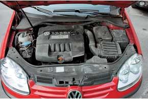 Самая безупречная модификация VW Golf V – с бензиновым 8-клапанным мотором 1,6 л MPI и механической 5-ступенчатой КП.