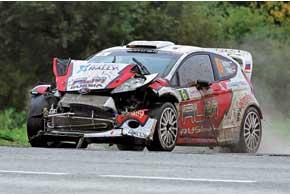 Евгений Новиков показал, насколько крепки машины WRC. Несмотря насерьезную аварию, он добрался дофиниша гонки, да еще в очковой зоне.