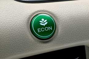 Еще одной особенностью  последней модели CR-V является наличие на панели приборов кнопки ECON, которая переводит работу автомобиля в экономичный режим.