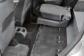 Система VarioFlex позволяет каждое из трех отдельных сидений второго ряда перемещать, складывать или вовсе убрать изсалона.
