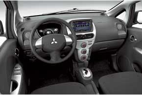 Электромобили «с именем» имеют комплектации на выбор: с климат-контролем , электроприводами стекол и зеркал, подогревом сидений и автоматическим включением света.