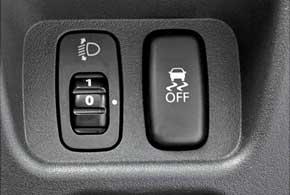У i-MiEV (4 звезды EuroNCAP) предусмотрены 6 подушек безопасности, система ESP.