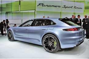Концепт Porsche Panamera Sport Turismo оснащен гибридным силовым агрегатом мощностью 416 сил.