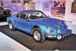 В экспозиции Renault Classic блистали две совершенно разные машины, объединенные славным прошлым марки Alpine– Alpine Renault A110 Berlinette 1600SX 1977 года с 95-сильным 1,6-литровым мотором Renault иего современный «наследник»– концепт Renault Alpine A110-50 с3,5-литровым V6 и кузовом из углепластика.