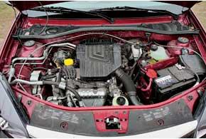 Металлическая защита прикрывает картер двигателя, нонеспасает моторный отсек от грязи.