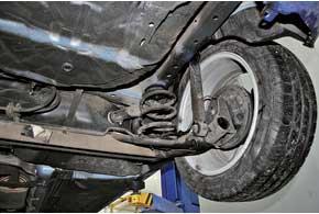 На наших дорогах передняя подвеска зарекомендовала себя как недолговечная, зато задняя (нафото) считается «неубиваемой».
