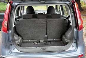 Походный размер багажника маловат – всего 280 л, но благодаря сдвижной конструкции задних сидений его можно значительно увеличить – до 437 л. Если и этого окажется недостаточно, то, сложив кресла галерки, можно получить немалый объем в 1330 л.
