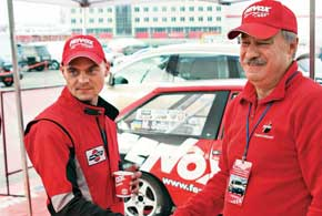 Для команды Fenox Racing Team финал был особенно напряженным, так как ее пилоты вели борьбу на трех фронтах – и за «золото» в классах «Лада1500» и «Лада1600», и за командную победу в чемпионате.