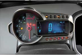 Самый яркий элемент в салоне Chevrolet Aveo – асимметричный «мотоциклетный» щиток приборов.