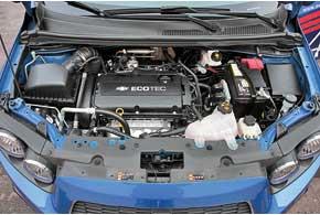 Надпись Ecotec знакома нам поавтомобилям Opel. Впрочем, 1,6-литровый 115-сильный мотор как раз изсемейства «молниеносных».