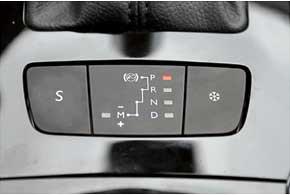 В спортивном режиме S передачи переключаются на 0,2 секунды быстрее. В «зимнем» 508 GT трогается с третьей передачи, да и скорость переключения значительно снижается.