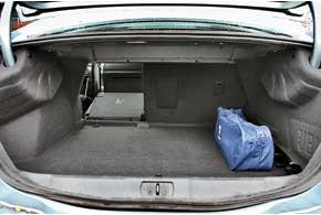 Багажник объемом 545 литров – один из лучших в классе. Принеобходимости спинки задних сидений можно сложить.