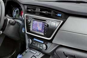 В богатых комплектациях новая Toyota Auris получила фирменную информационно-развлекательную систему с большим цветным дисплеем инавигацией.