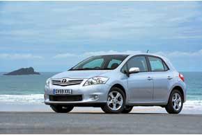 С 2007 года хэтчбеки Toyota Corolla носят собственное имя – Auris (слатинского Aurum– «золото»).