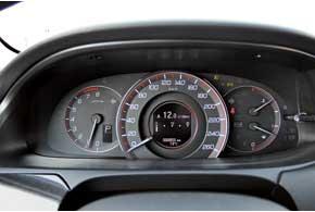 Версию с ориентировочным названием Sport – возможно, она и послужит прообразом будущего S-Type – отличает щиток приборов с красной подсветкой.