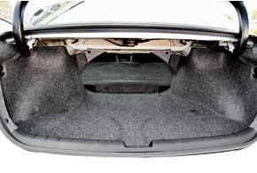 Объем багажника увеличился с 467 до 495 литров. К тому же отсек теперь имеет более ровный и удобный при загрузке пол. Увеличен проем в салон, вот только спинка складывается целиком.