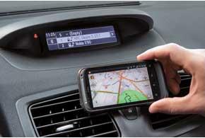 Дабы не блуждать по незнакомым улицам, с помощью Bluetooth «коннектим» Megane cо смартфоном ислушаем подсказки навигатора через штатные динамики.