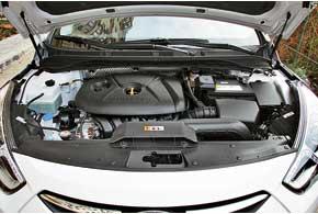 Несмотря на то что Sonata также имеет в своем распоряжении 2,0-литровый мотор, да еще итой же мощности– 165л.с., двигатель на i40 другой – более современный.
