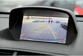 Приборная шкала аналогична другим моделям Opel. При движении задним ходом на экран мультимедийной системы выводится изображение cкамеры заднего вида.