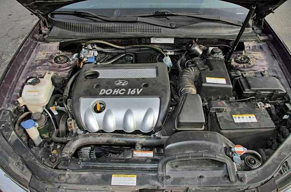 Мотор 2,4 л оснащен механическими регулировками тепловых зазоров клапанов, поэтому на газу их нужно проверять в два раза чаще.