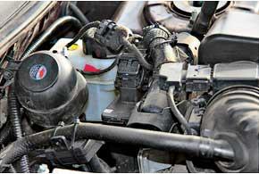 Блок управления Zenit Pro разместили внепосредственной близости от блока управления штатной бензиновой системы питания.