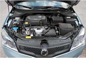 Двигатель оснащен системой изменения фаз газораспределения. Он может комплектоваться 5-ступенчатой МКП или 4-диапазонной АКП.