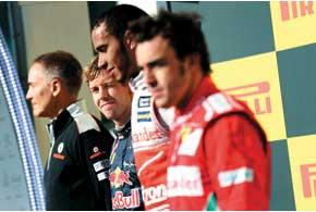 Гонку в Остине ее победитель Льюис Хэмилтон назвал одной излучших в своей карьере пилота Формулы-1. На круге почета он так кричал отрадости, чточуть несорвал голос...