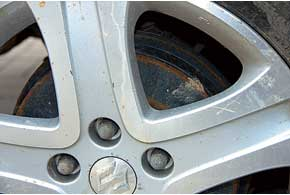 Задние барабанные тормоза Suzuki нуждаются в профилактической очистке– сигналом к этому послужит характерный скрип.