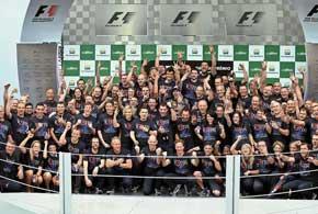 Команда Red Bull завоевала Кубок конструкторов третий сезон подряд. В истории чемпионатов Ф-1 такое удавалось только Ferrari, McLaren и Williams…