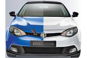 Версия MG6 BTCC Special Edition окрашена в синий или белый цвет, акрыша, корпуса зеркал и различные аэродинамические элементы– в черный.