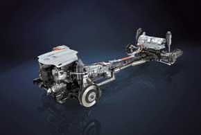Гибридная установка неизменилась. Она состоит из бензинового V8 5,0 л (389л. с., 520Нм), электродвигателя (221 л. с., 300 Нм), никель-металл-гидридных аккумуляторных батарей, вариатора E-CVT и полного привода All-Wheel Drive.