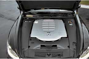 Мощность V-образной бензиновой 4,6-литровой «восьмерки» наLS 460 выросла с 381 л. с. до388 л. с.