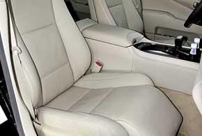 В обычном LS кресло-оттоманка предложено переднему пассажиру.