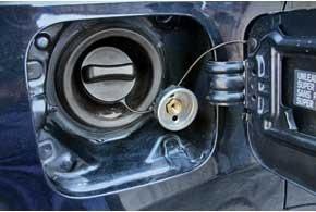 Заправочный вентиль ГБО сбампера лучше перенести в нишу горловины бензобака.